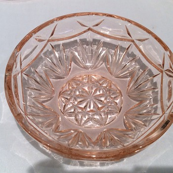 Pink glass bowl - Glassware