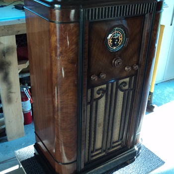Rogers Majestic console radio
