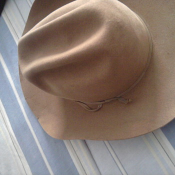 BEE Hat Co. Hat NEED HELP
