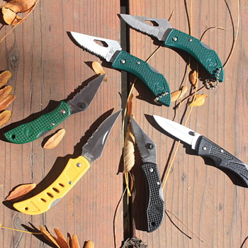 SMALL LOCKBACK FOLDING POCKET KNIVES by FROST CUTLERY
