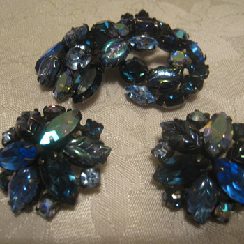 Vtg Regency Demi Parure - Costume Jewelry