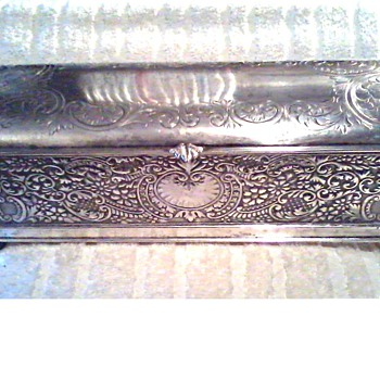 Rockford Silver Plate Co. /Quadruple Plated Glove Box #3027 / Circa 1882-1924 - Victorian Era