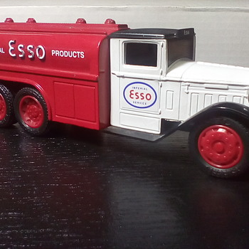Imperial Esso Tanker - Model Cars