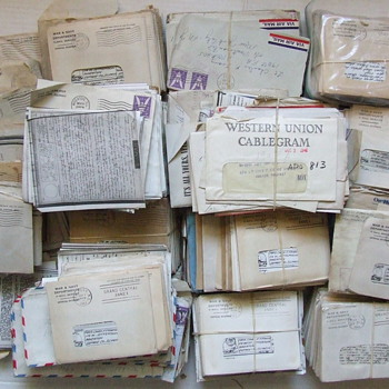 Box of 100's of WW II V-Mail letters - Military and Wartime