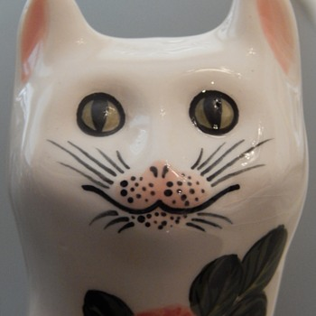 Hand-painted cat - Pottery