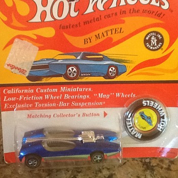 Hot wheels splitting image in blister pack