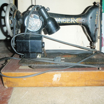ANTIQUE OLD SEWING MACHINE BY SINGER - Sewing