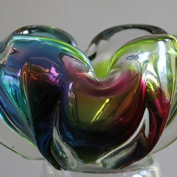 "Iwatsu Japan ""Rainbow Ribs"" Bowl - Art Glass"