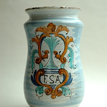 antique 17th. century spanish albarallo - apothecary jar