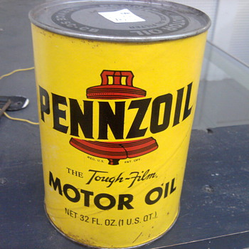 This Pennzoil can was never opened.  Style is classic isn't it? - Petroliana