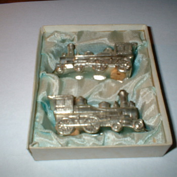 locomotive salt & pepper shakers