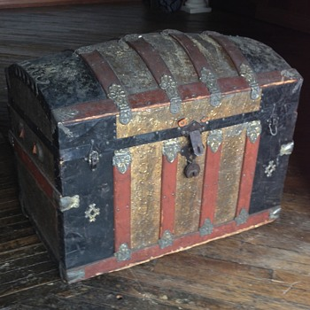 Trunk with history attached. - Furniture