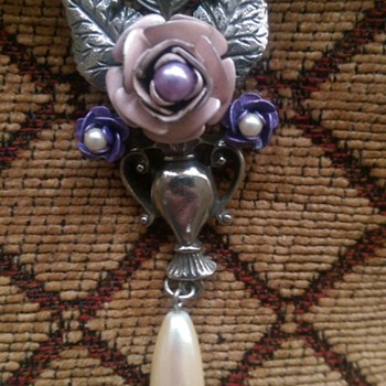 Beautiful rose &  pearl  - Costume Jewelry