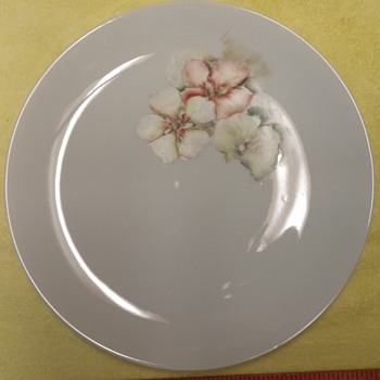 "Hand-painted Plate ""Floral"""
