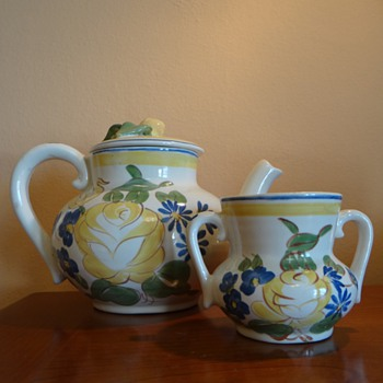 VINTAGE HAND PAINTED RED WING POTTERY TEA POT AND SUGAR BOWL - Art Pottery