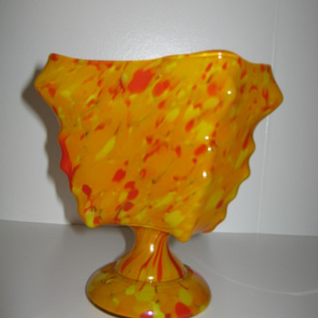 Kralik knuckle vase red and yellow orange spatter decor marked 1930's - Art Glass