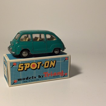 Spot On Fiat Multipla No.120 by Tri-ang