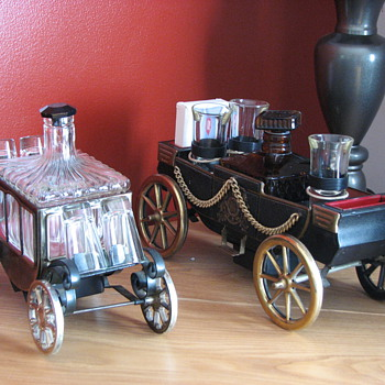 Wagon Decantor sets and old tins - Bottles