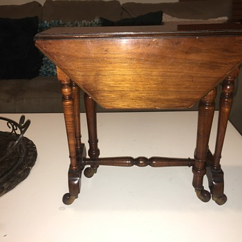 19th Century miniature mahogany gateleg drop-leaf table