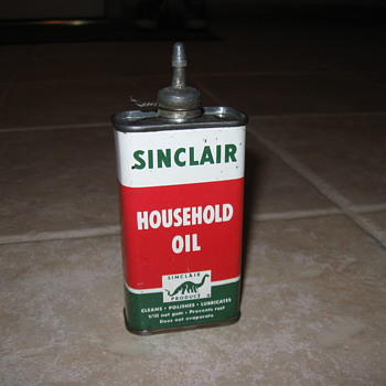 Sinclair oil can - Petroliana