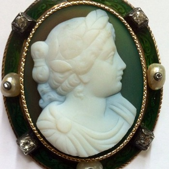 Cameo brooch, green agate!