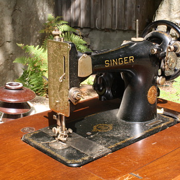 Singer Sewing Machine w/Electric Attachment (1949) - Sewing