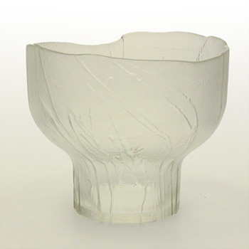 """""""Heiniä kainalossa"""" bowl, Kaija Aarikka (Humppila, 1970s.) - Art Glass"""