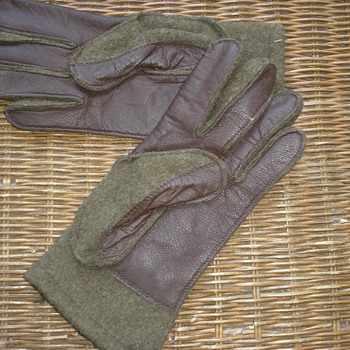 WWII Store Bought Wool Gloves - Military and Wartime