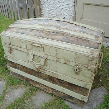 1880's Project Trunk - Furniture