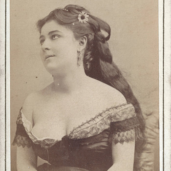 Possible Courtesan or Actress? CDV by Disdéri of Paris, France