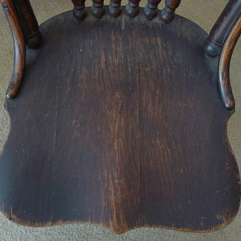 Solid Oak, saddle seat, spindle back chairs (Pic set 2) - Furniture