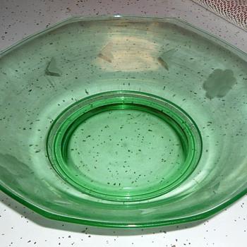 VINTAGE FRUIT BOWL - Glassware
