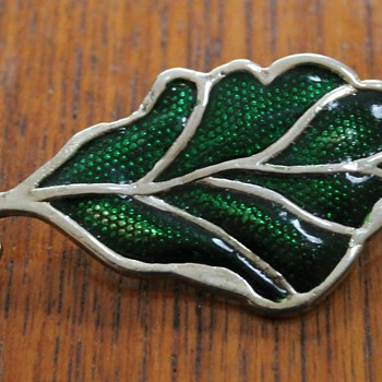 Another unknown brooch.....more help please! - Costume Jewelry