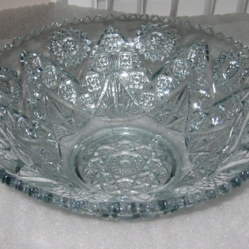 antique glass bowl with pointed arches and fan - Glassware