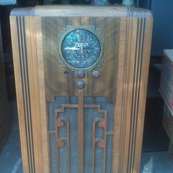 1941 Zenith Console Radio - Radios