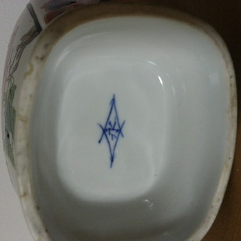Marking on Pottery that I have never seen