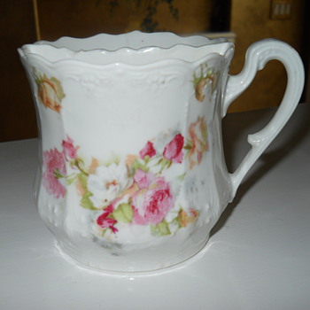 Interesting Cup divided 1/2 side with holes otherside open