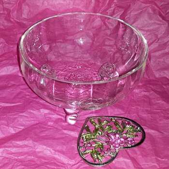 Pretty little dish - Glassware