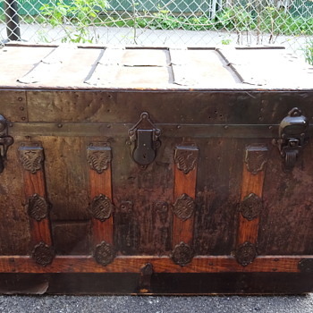 Old trunk from Montreal city