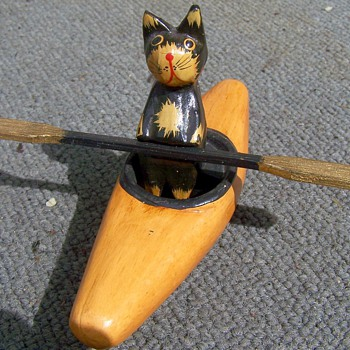 VINTAGE HAND MADE SOUVENIR CAT IN A KAYAK - Animals