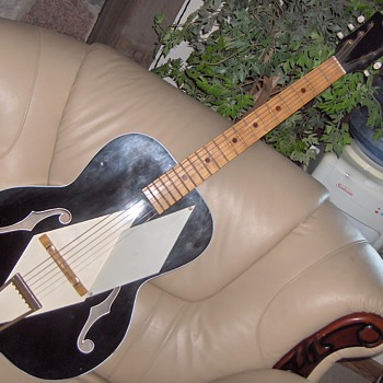 VINTAGE AIRLINE GUITAR - Guitars