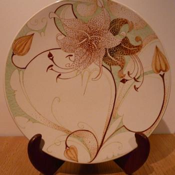 A Gouda 'Kantjes' Plate by Plateelbakkerij Zuid-Holland (PZH). - Art Pottery
