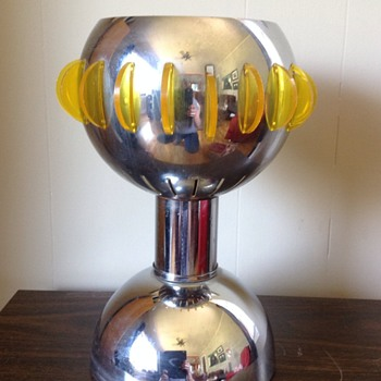 Looking to I.D. this gorgeous vintage chrome & acrylic/lucite lamp
