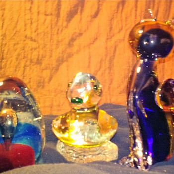 These were in someones (LOST) unclaimed baggage at air port I decided to just keep them dont have time to research. - Art Glass