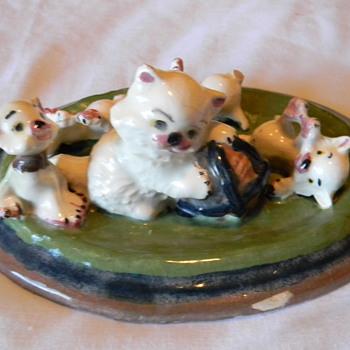 porcelain kittens display piece