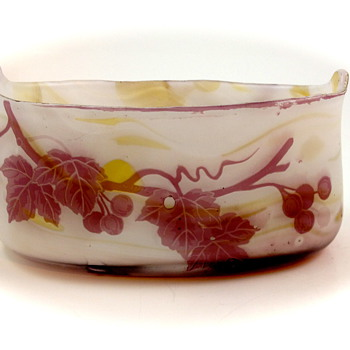 Kralik Cameo Long Bowl - A Good Trade!