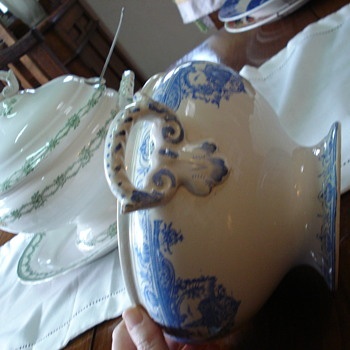 Two transferware tureens: an interesting example of research about unmarked old pottery