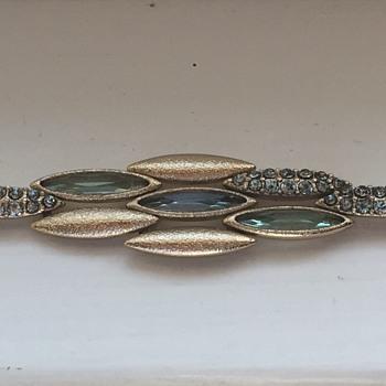Unusual link - Costume Jewelry
