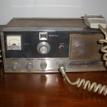 Courier 22 CB radio