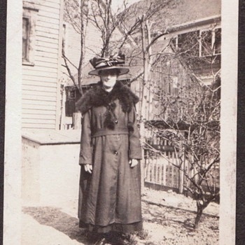 """"""" AUNTIE MAY-BELLE""""  1919-Duluth- Nipped from An Album.  LOVE HER ATTIRE!"""